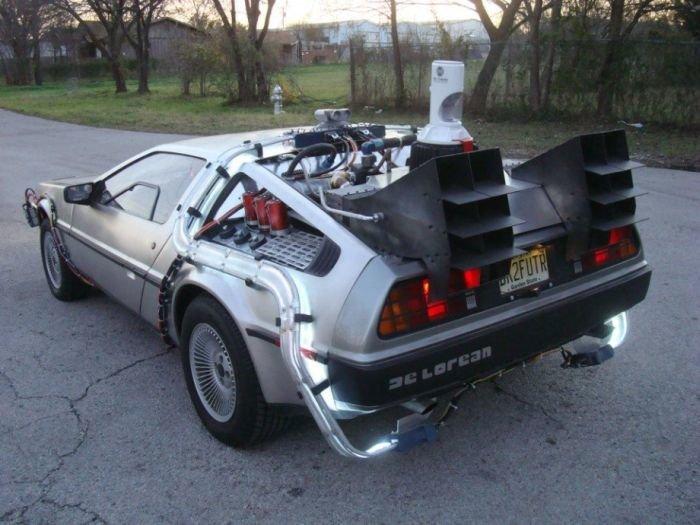 Автомобиль из фильма Назад в будущее