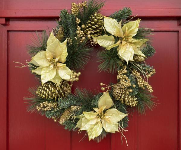 Украшение дома к Новому году и Рождеству — приятная и радостная традиция. И одна из примет приближающихся праздников — рождественский венок.