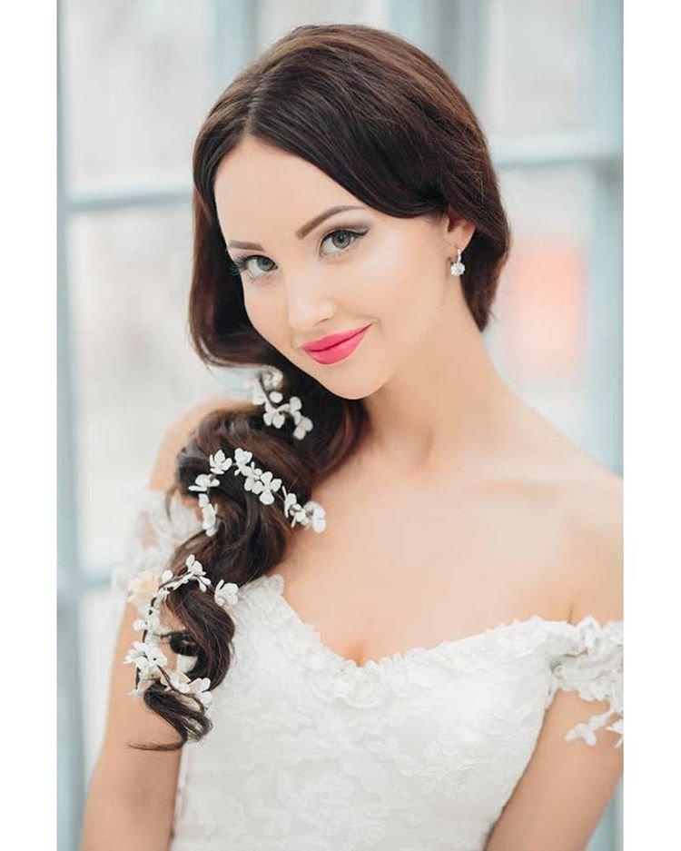 цвет волос картинки свадебных причесок на бок шоу-бизнеса приняли участие