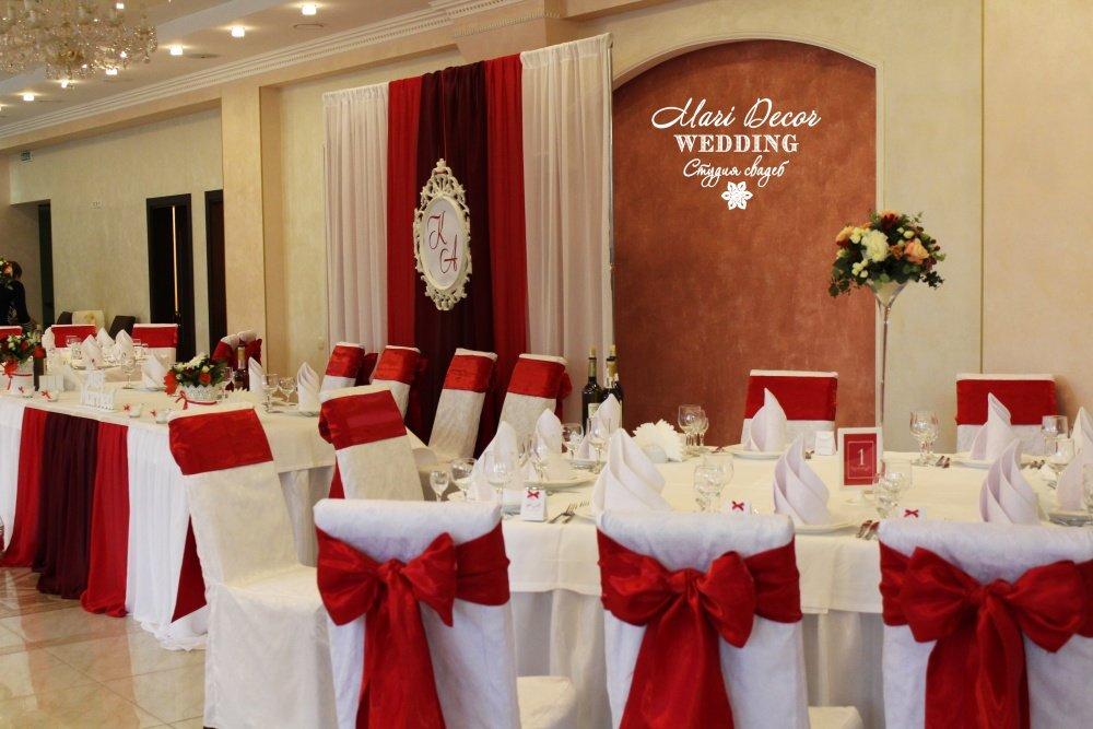 можно создать красный цвет зала ресторана фото печати холсте