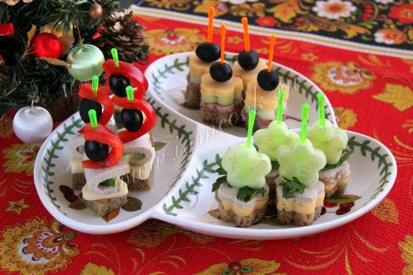 появились первые канапе на праздничный стол рецепты закуски Москве