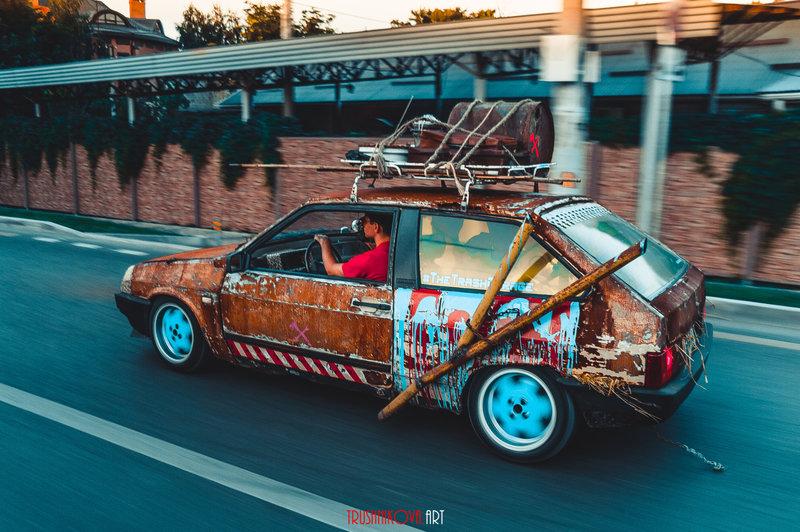 Одним из самых неординарных видов изменения внешнего облика автомобиля является rat-look. Основное и принципиальное его отличие от других направлений в том, что владельцы намеренно портят свою машину