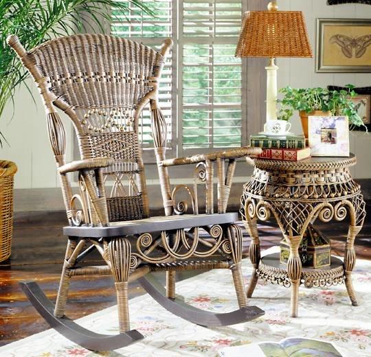 Плетеное кресло качалка.