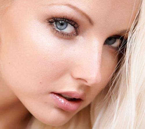 Как правильно сделать макияж для серых глаз, правила нанесения макияжа и использование цветовой гаммы — и дневной, и вечерний варианты.