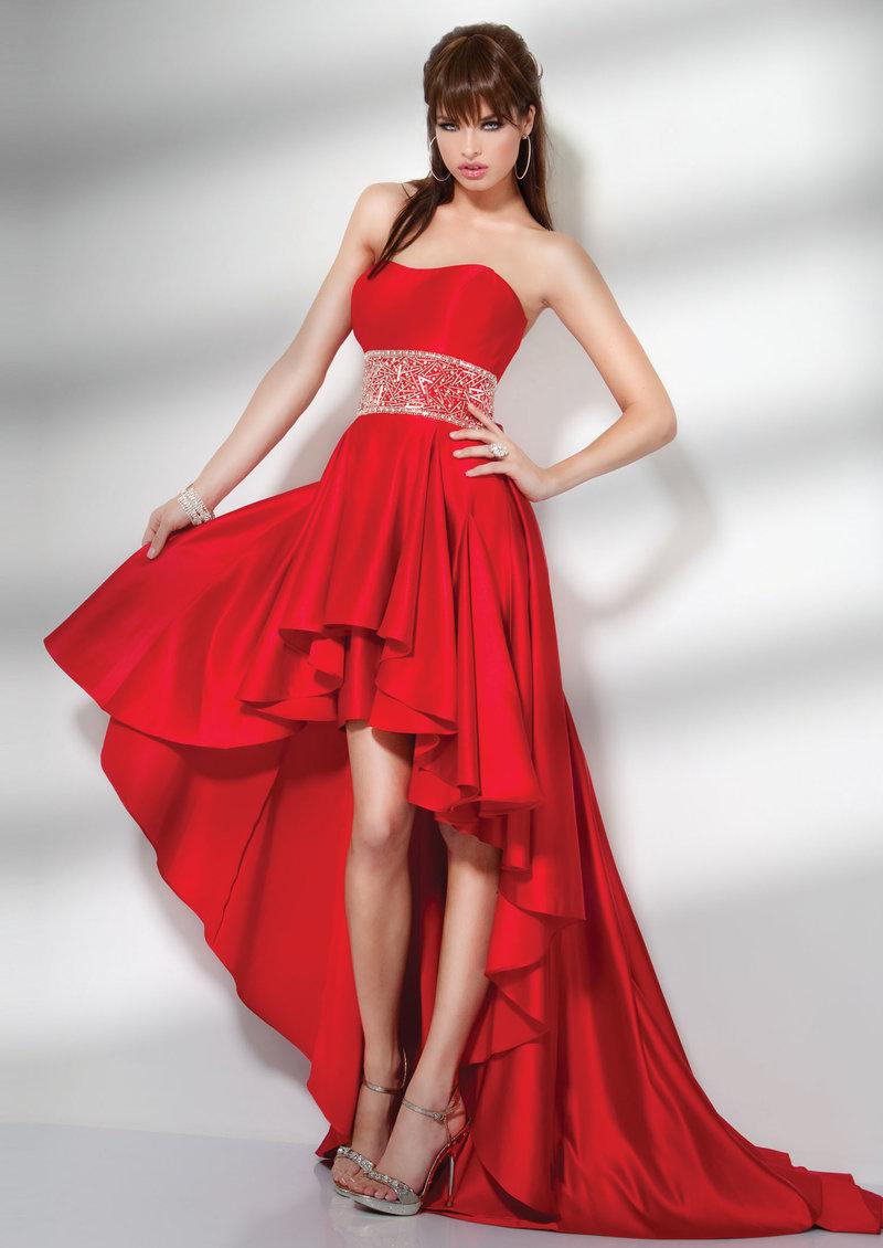 Красное короткое платье со шлейфом