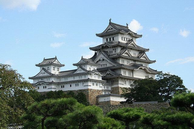 Замок Химэдзи считается лучшим существующим примером японской архитектуры замков и самой посещаемой архитектурной достопримечательностью Японии.