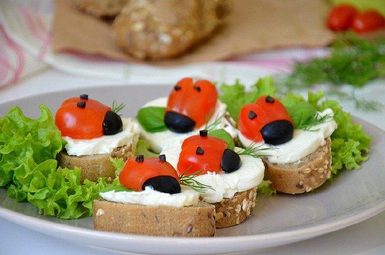 Бутерброды на праздничный стол — это не новое веяние, это скорее хорошая традиция.