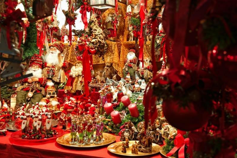 Здесь можно будет купить подарки всем родным, друзьям и коллегам - будут участвовать более 100 магазинов и дизайнерских объединений