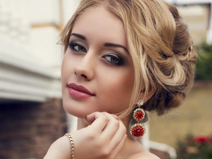 Насыщенный макияж в бархатных оттенках