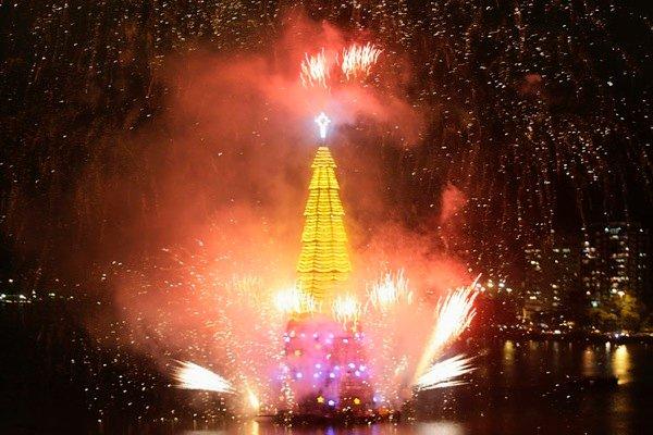 Плавучая рождественская елка в Рио-де-Жанейро