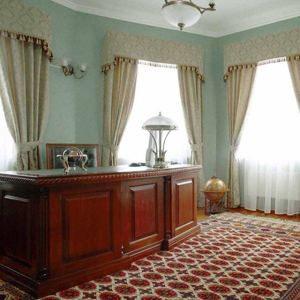 для кабинетов служат декором шторы