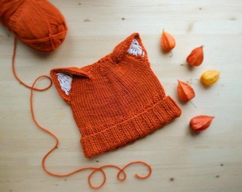 Вязанная шапочка для лисички