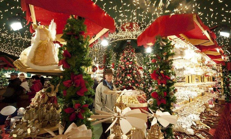 В конце ноября во многих странах открылись рождественские ярмарки и начались праздничные распродажи
