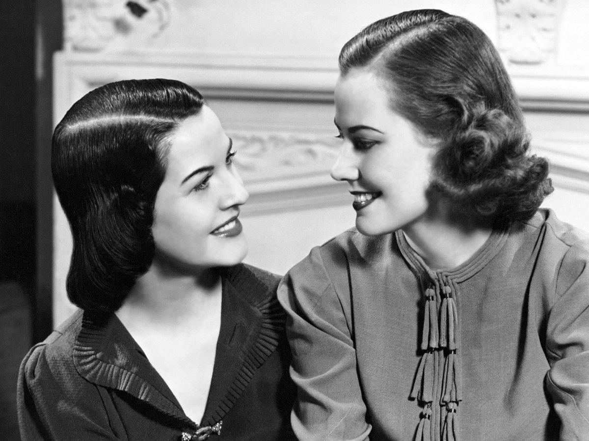 Две девушки старое фото