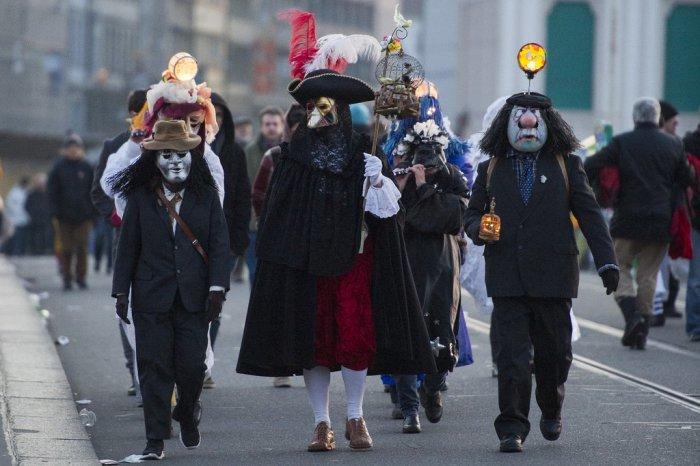 Череда карнавалов продолжает свою круговерть, и очередной праздник стартовал в швейцарском городе Базель.