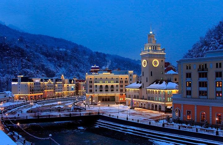Приехав для встречи Нового года в Красную Поляну, нельзя не посетить горнолыжный курорт Роза Хутор.