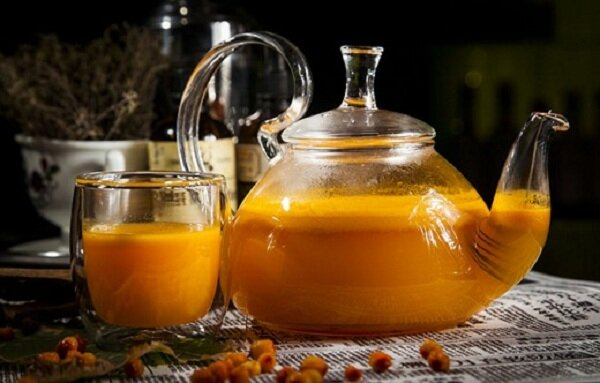 Чай с облепихой и айвовым вареньем