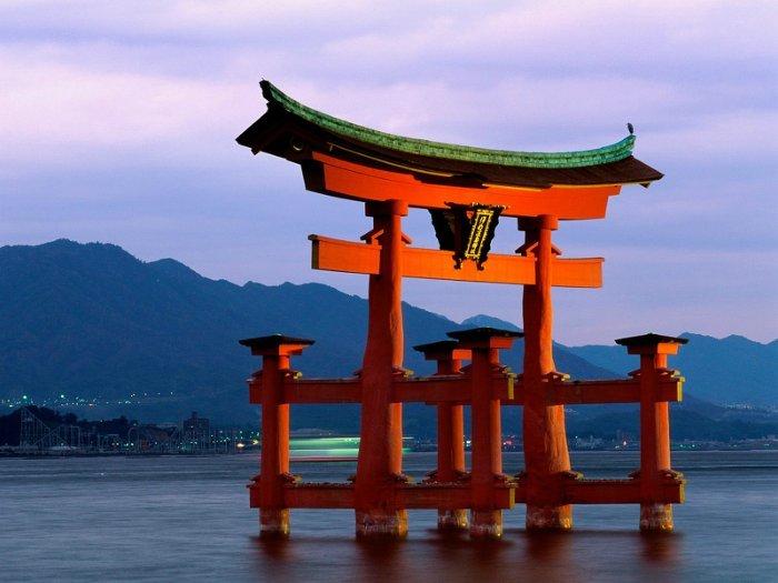 Достопримечательности Японии (11 фото)   Достопримечательности мира Достопримечательности Японии карта: Синтоистское святилище Ицукусима фото