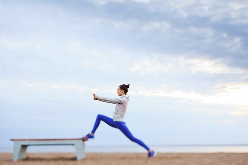 фитнес-йога — это баланс между телом и разумом, возможность обрести отличную физическую форму, развить концентрацию, избежать травм, улучшить душевное состояние, повысить свою самооценку, повысить сопротивляемость стрессам.