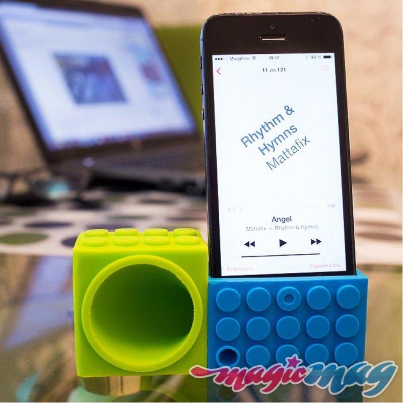 Подставка-усилитель звука для iPhone Lego