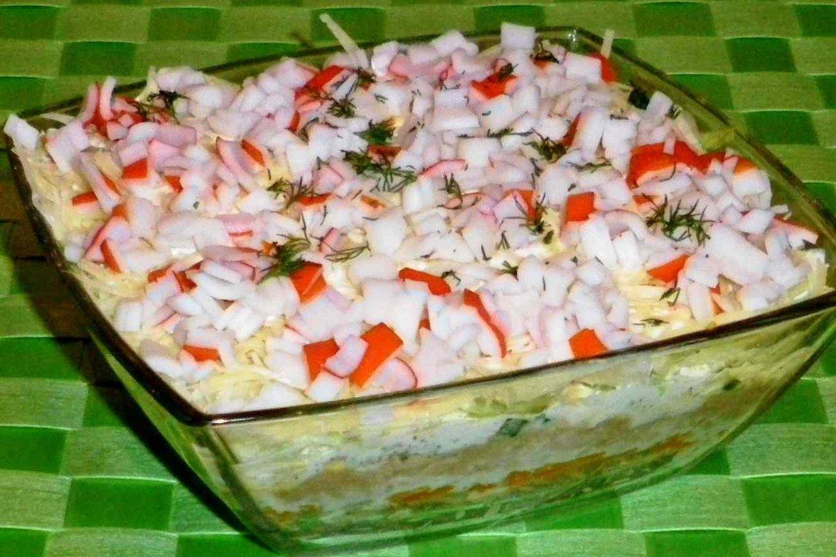 Салат с консервированным тунцом и рисом