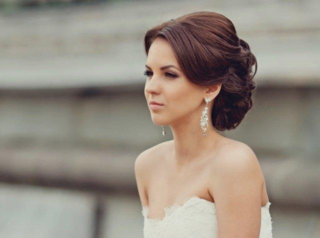 Лаконичная свадебная прическа