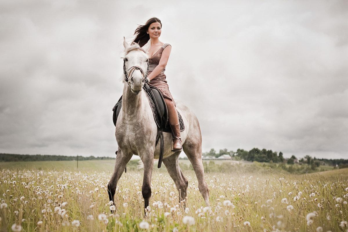 Картинка женщина лошадь