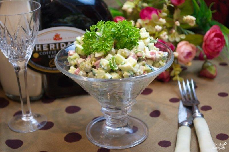 Рецепт салата оливье с колбасой и свежим огурцом 105