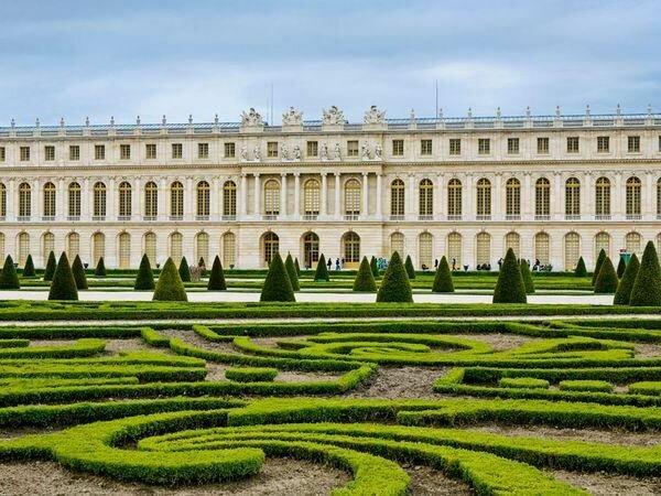 Плеяда талантливых мастеров внесла весомый вклад в теорию и практику стиля классицизм в архитектуре Франции.