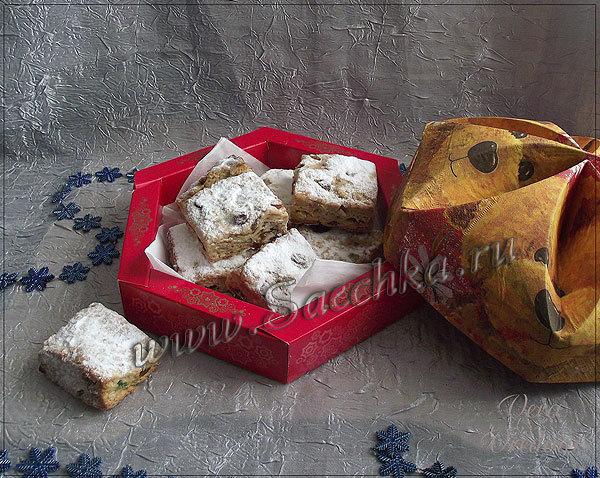 Творожные рождественские штоллены приготовлены с цукатами, орехами и специями.