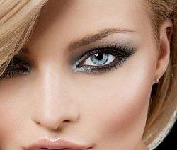 Макияж должен выгодно подчеркивать ваши прекрасные серые глаза. Для этого необходимо тщательно подбирать подходящие цветовые решения. К примеру, повседневный грим для сероглазых дам основывается