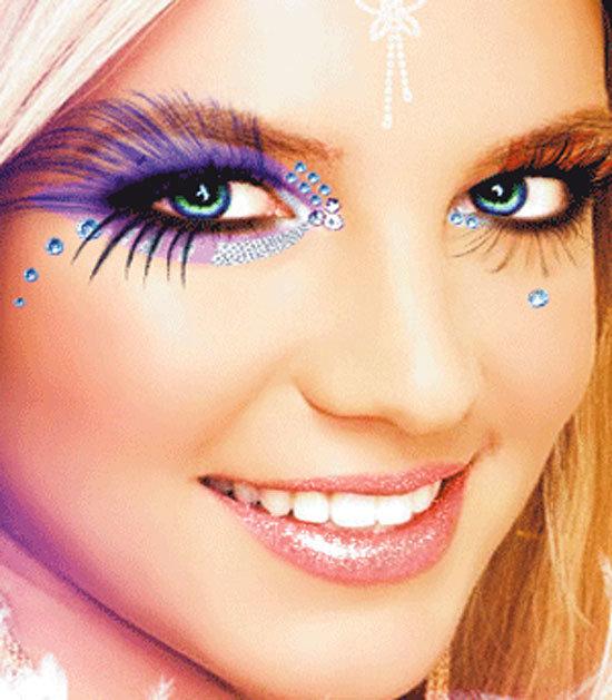 Модный макияж на Новый год 2017 можно легко сделать в домашних условиях по нашей статье с фото