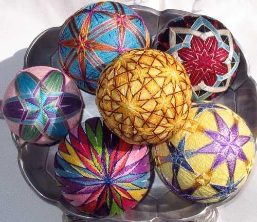 Пошаговая инструкция по изготовлению красивых шаров темари своими руками в домашних условиях. Мы научим вас бесплатно, как делать темари - видео-уроки вам в помощь.