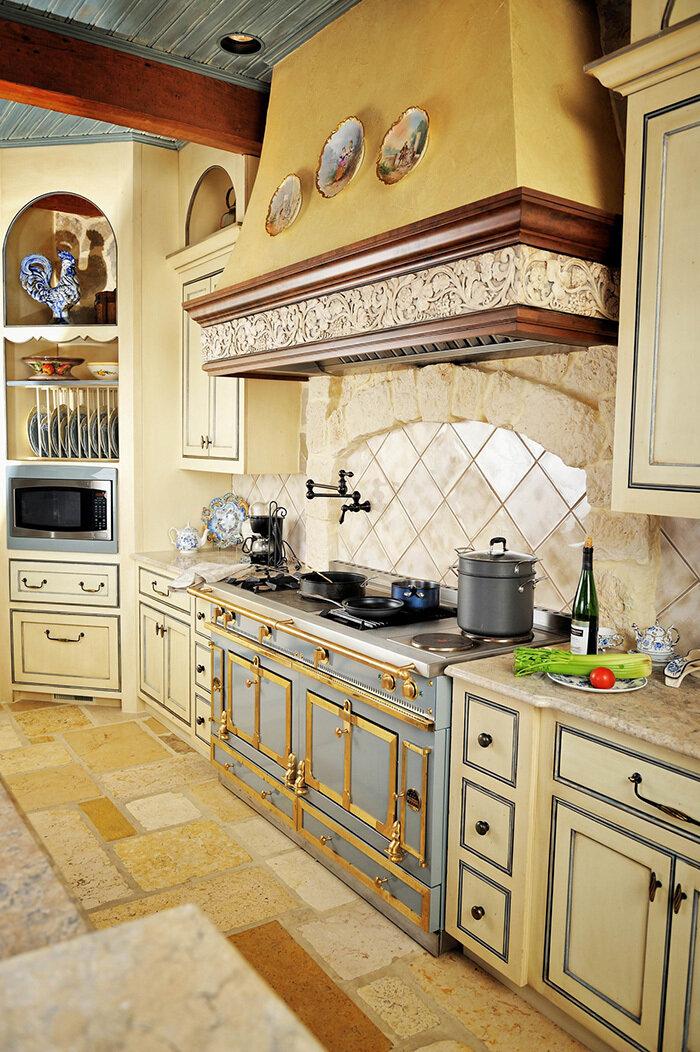 Стиль кантри в интерьере кухни – одно из наиболее гармоничных решений.