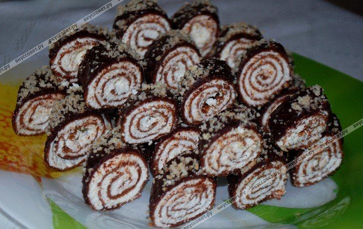 Оригинальный рецепт блинных рулетиков в шоколаде, с орехами.