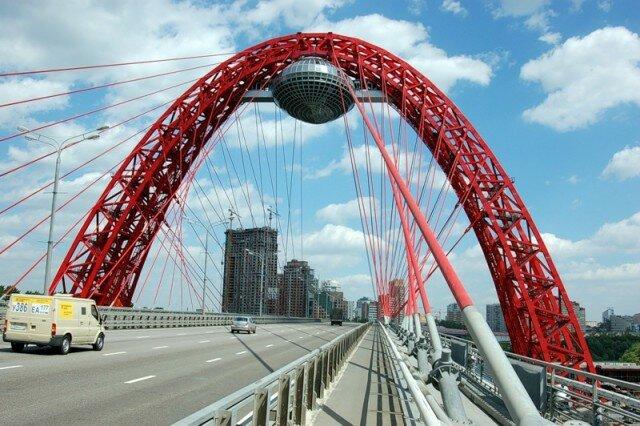 Необычный мост с рестораном