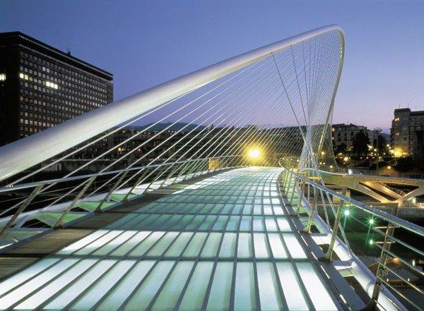 Субисури (баскск. Zubizuri — «белый мост»), также называется Кампо-Волантин — подвесной арочный пешеходный мост через реку Нервьон в Бильбао, Испания.