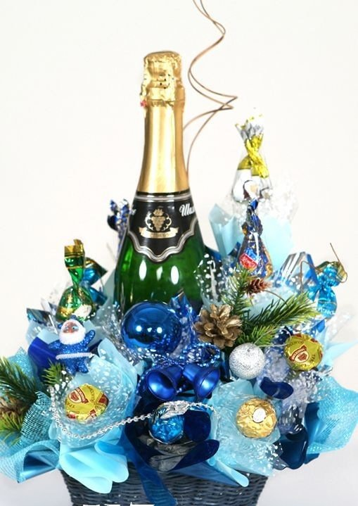 Букет, букеты с шампанским и конфетами на новый год