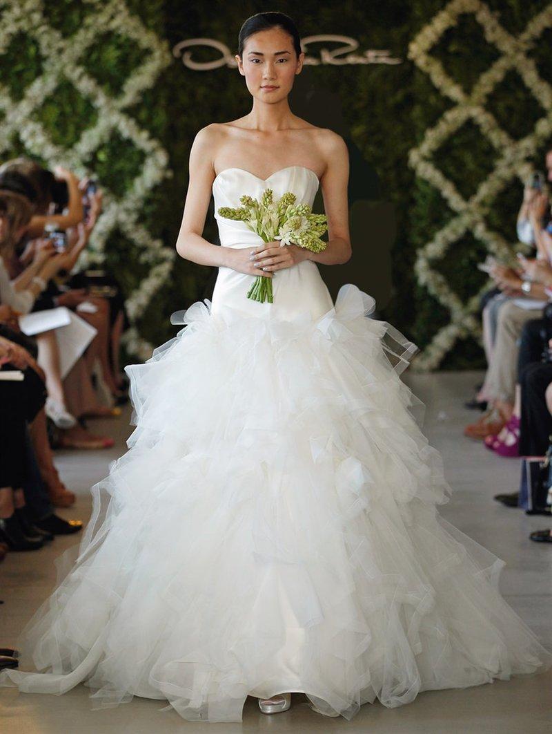 Свадебные платья декольте сердечко