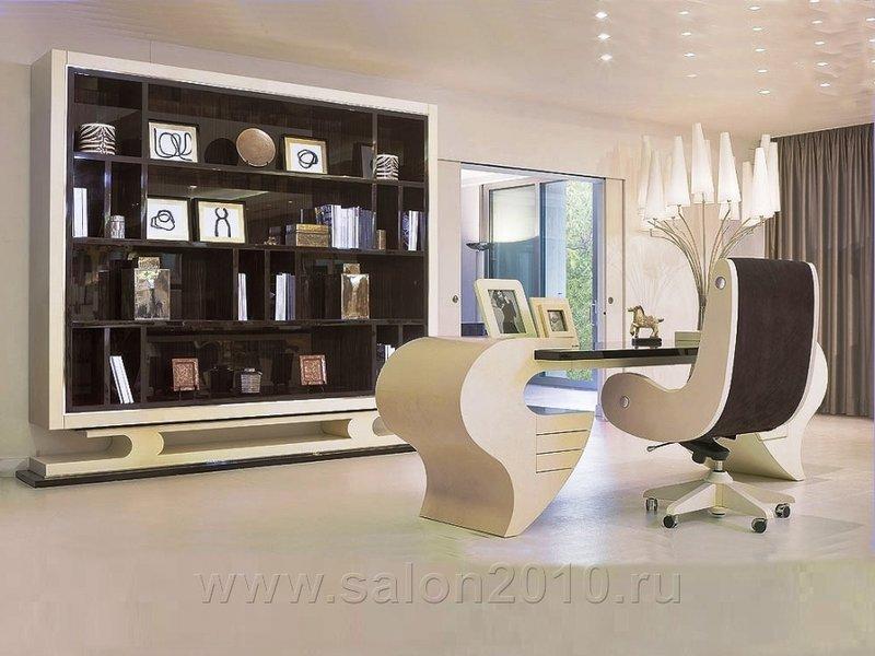Домашний кабинет в светлых тонах выглядит свежо