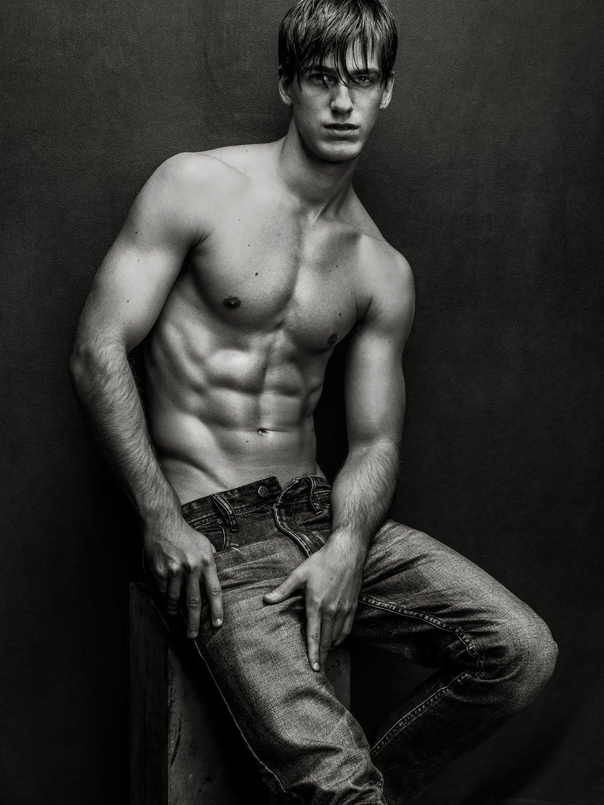 Фотосессии парней моделей голых грешно