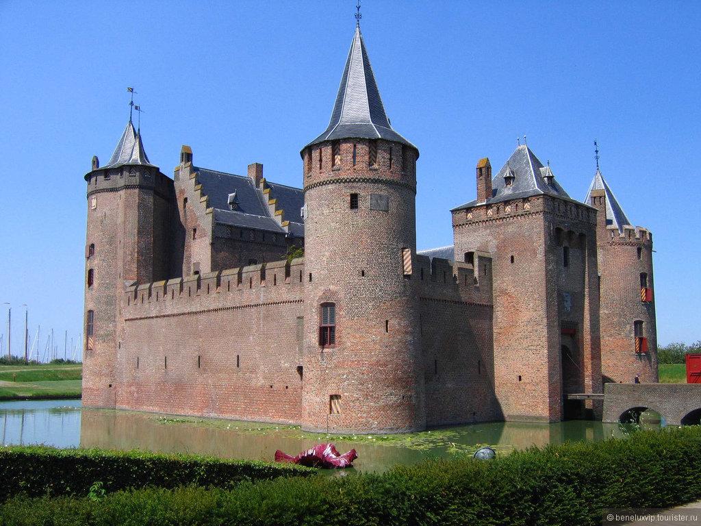 В разные века облик замка менялся в соответствие с возможностями правящих монархов.