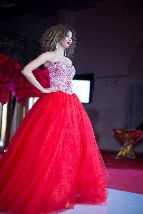 Актриса Юлия Гришина - «50 оттенков красного» или рецепт идеального платья