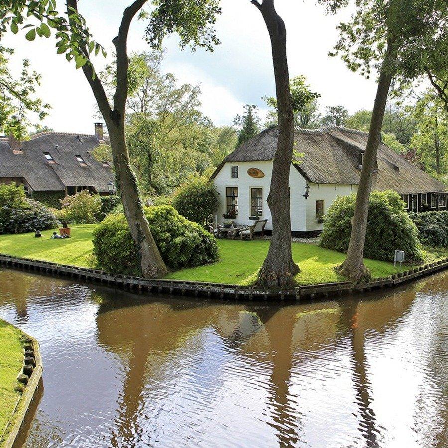 Мечтаете оказаться в сказке? Тогда вам определенно стоит побывать в деревушке Гитхорн (Giethoorn) в Нидерландах