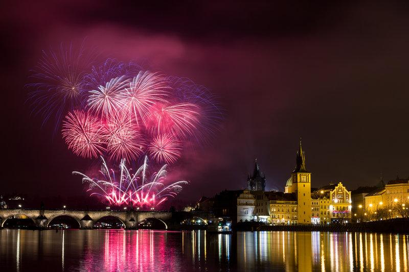 Новый год в Праге: традиции празднования Нового года, особенности новогодней ночи и массовые гулянья на Новый год в Праге.