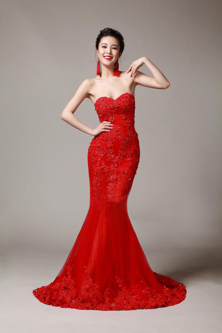 Кружевное свадебное платье красного цвета