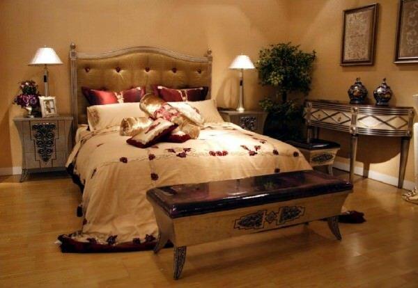 На первое место в современном интерьере спальни стоит уют, тепло, комфорт и, конечно же, удобство. И только после того, как организовано все это, можно позаботиться и о красоте интерьера, т.к. она также имеет значение, очень важна. Почему красота? Да потому, что каждый здесь проводит пол жизни.