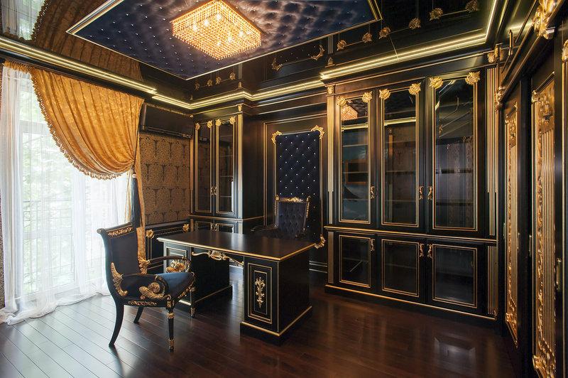 Фото дизайнерской квартиры в современном стиле Черный личный кабинет с позолоченными вставками