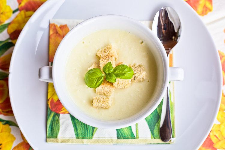 Рецепт Суп сырный с цветной капустой на RussianFoodcom