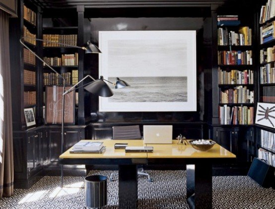 черно-белая картина основной элемент в домашнем кабинете